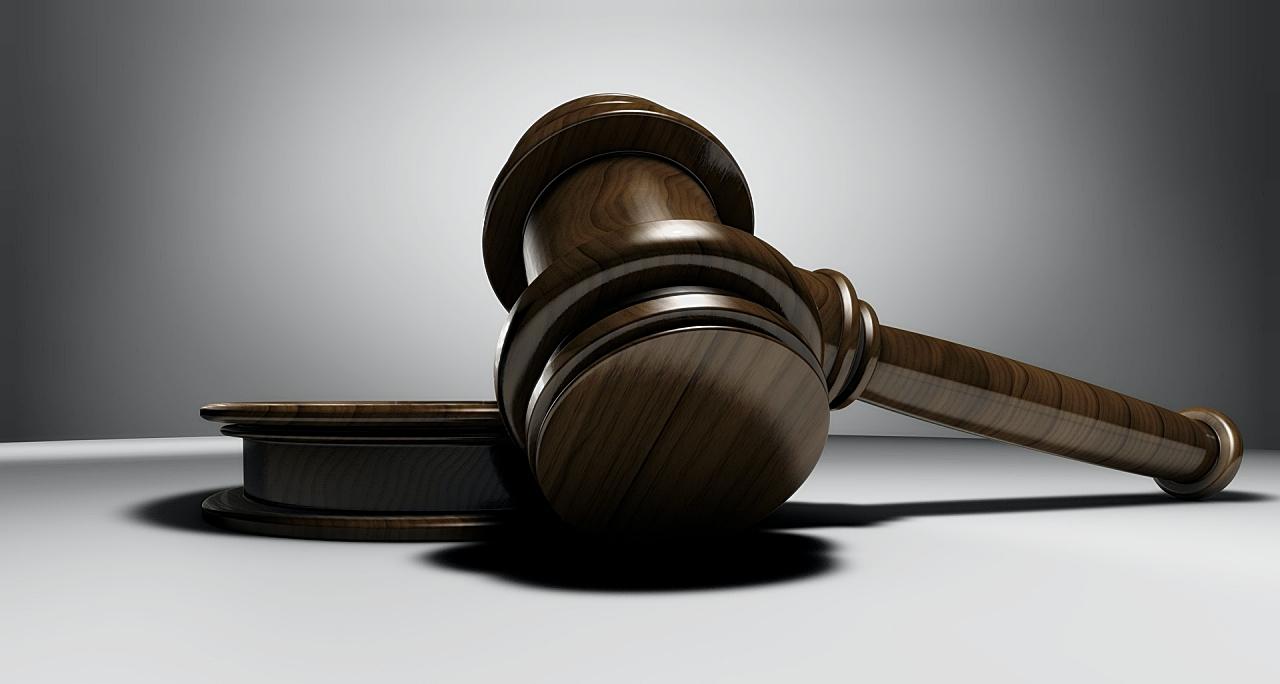 裁判のハンマー